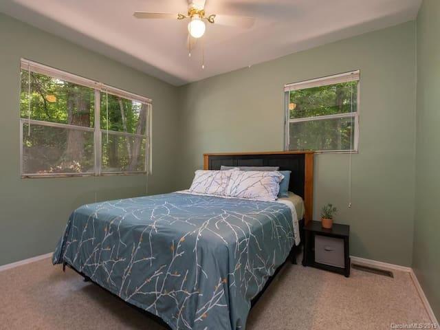 Quiet, Private Room Lake Lure, Sleeps 2