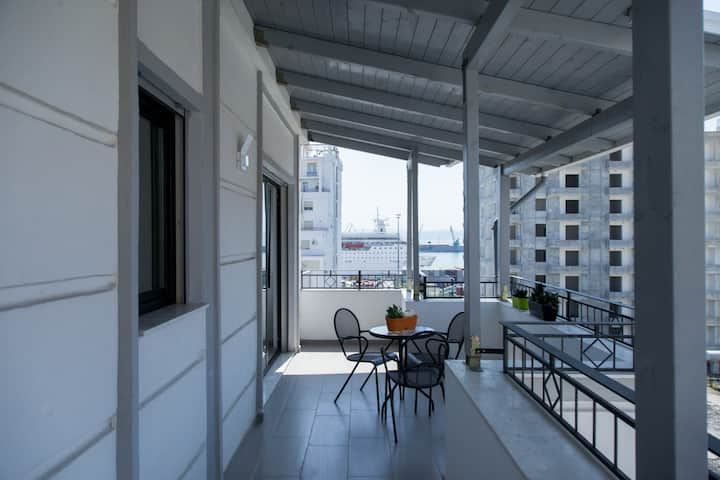 Brand New Central Apartment 1! Wi-Fi + AC