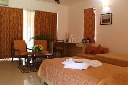 Gardenview Standard Room at Dona paula - Apartment