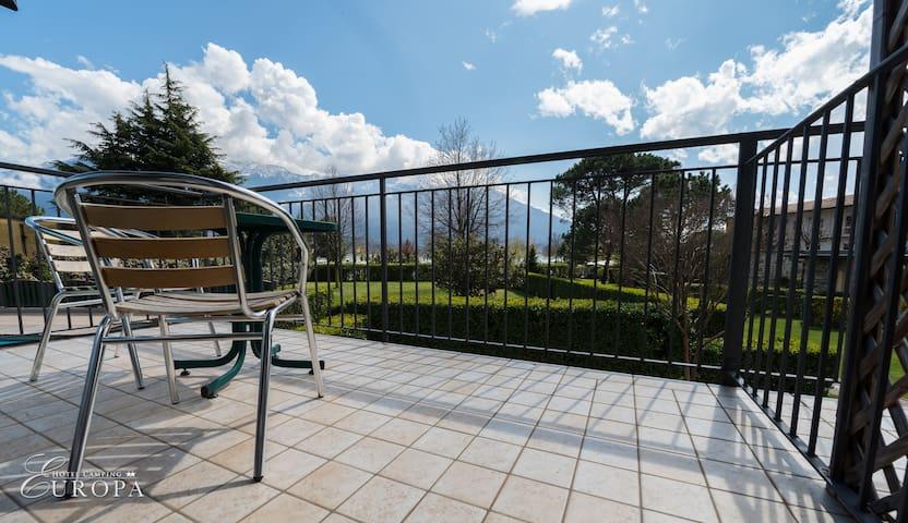 Easy room with balcony on Lake Como - Vercana - Bed & Breakfast