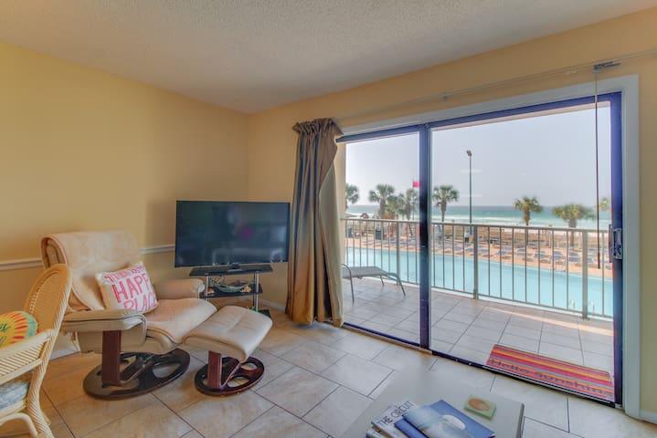 Charming oceanfront condo w/ ocean views, shared pool & hot tub - walk to beach!