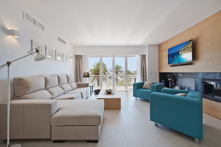 Aparment 1st line of the sea and privileged views