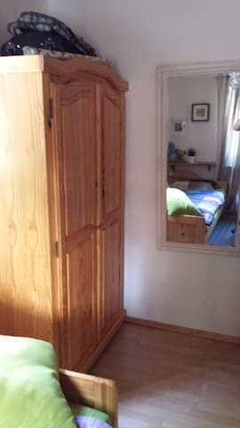 Gemütliches Zimmer in Monzingen bei Bad Kreuznach - Monzingen - บ้าน