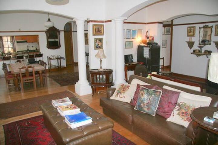 Open plan Lounge & Dinning room