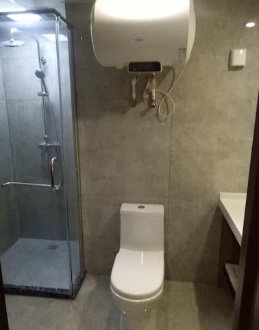 Double chambre spacieuse et confortable