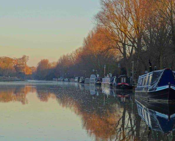 A winter morning on the River Nene, Barnwell Moorings