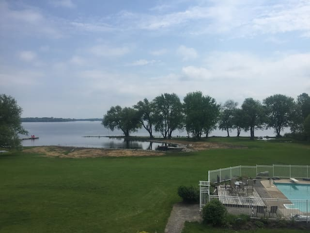 Waterfront, Fishing, Pool on Bay of Quinte