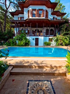 Müstakil, harika ahşap işçilikli Havuzlu Villa - Akyaka Belediyesi