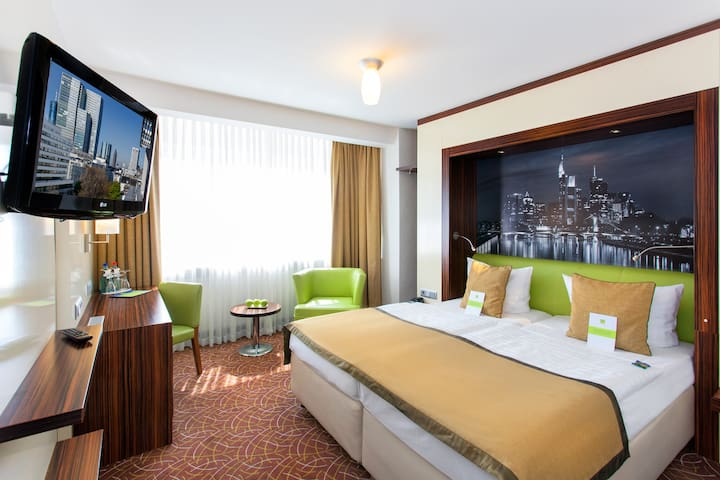 comfortable room with AC in the city center