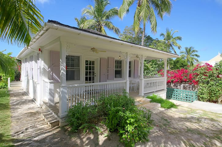 Historic 2BR 2BA Island Cottage on Private Estate