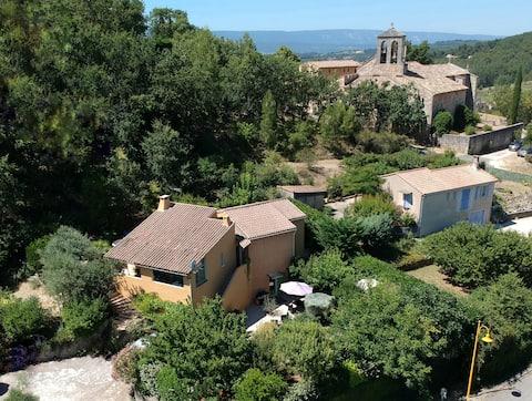 Lou pichoun studio au coeur d'un village provençal