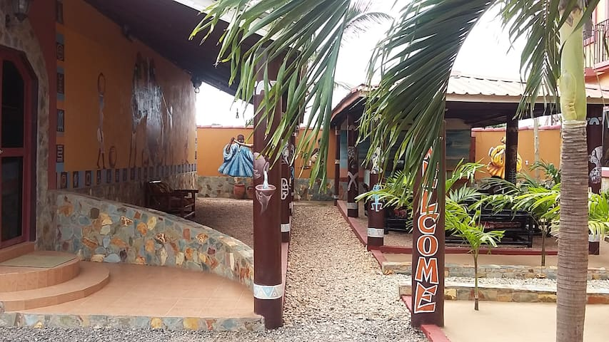 Courtyard/Lounge