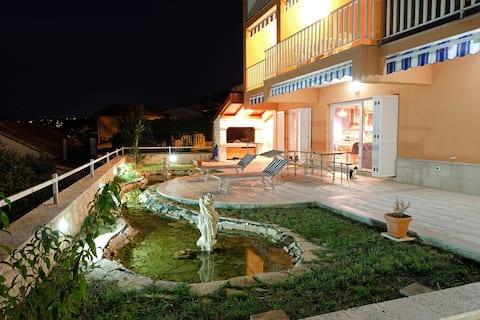 NEW Luxury Villa W. 2 - sea/pool/parking/grill