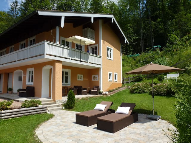 Moderne 110 m2  Ferienwohnung 1,2 km zum Königssee