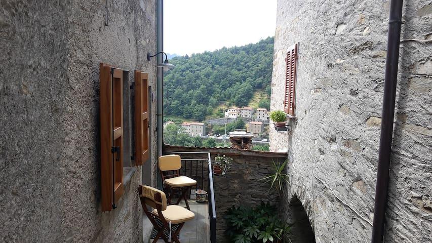 Casa moderna in paese medioevale - Pruno - Apartemen