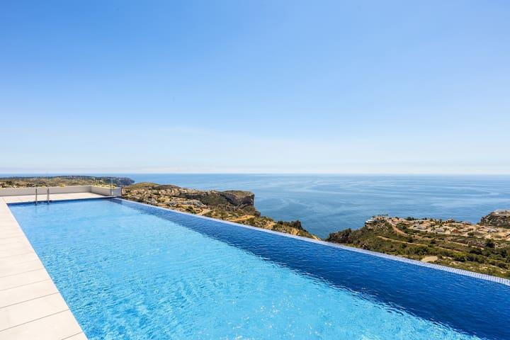 Luxueux appartement avec vue à 180 sur mer