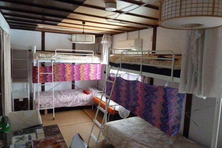 Neko Neko One bed in Dormitory {No extra fees} - Toyonaka - Haus