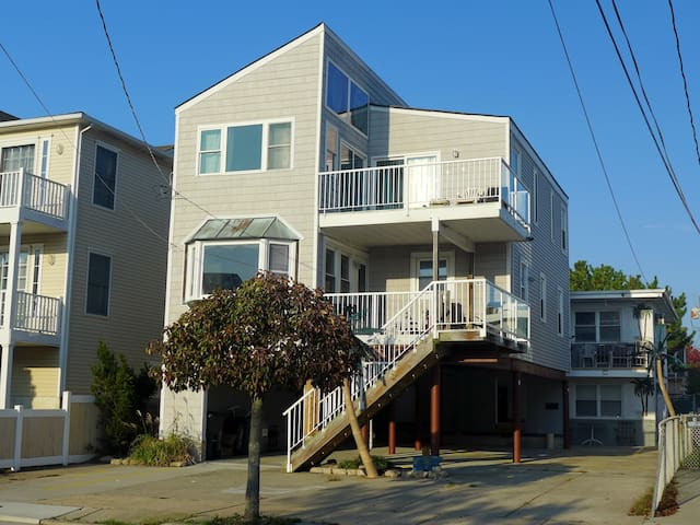 Beachy Home-Beach Block -sleeps 12