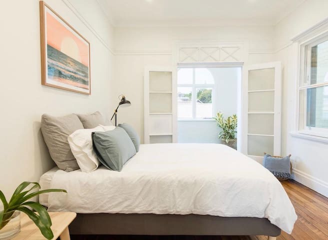 Short Term Bedroom 100m from Coogee Beach