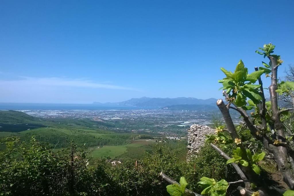 Vista: parte del Golfo di Salerno, Costiera Amalfitana