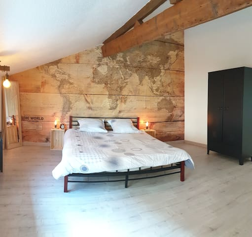 SUPER APPARTEMENT INDUSTRIEL 4 PERSONNES