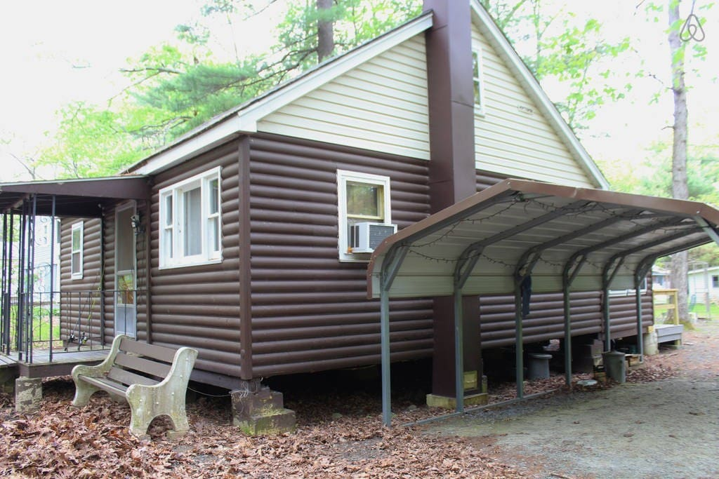 Quaint Rustic Cabin Close To Lake Wallenpaupack