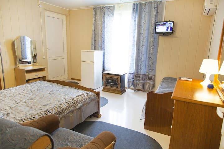 Гостевой дом, уютные комнаты для отдыха на море! - Gagra - Dormitorio para invitados