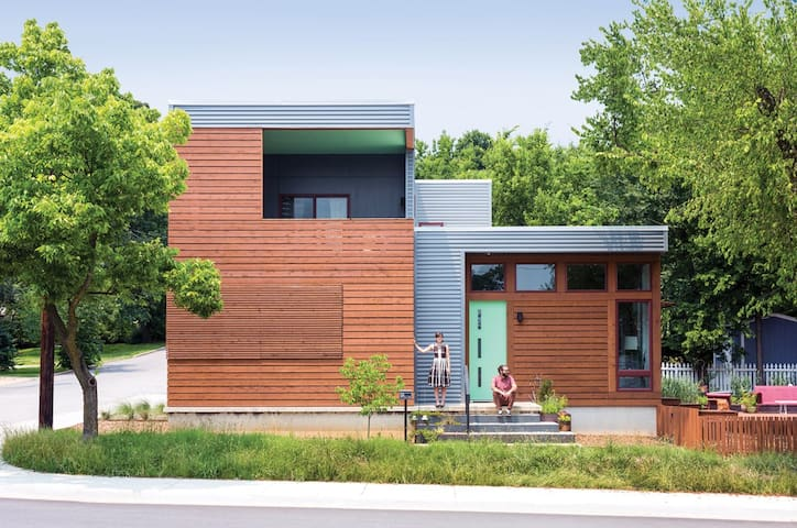 Modern Abode in Downtown - Fayetteville - Haus