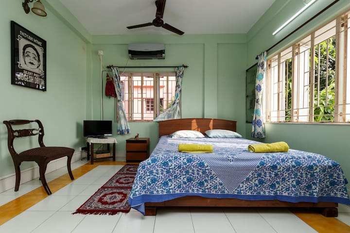 Comfy stay for two at Lake View House -AC,WiFi,TV - Kolkata - House