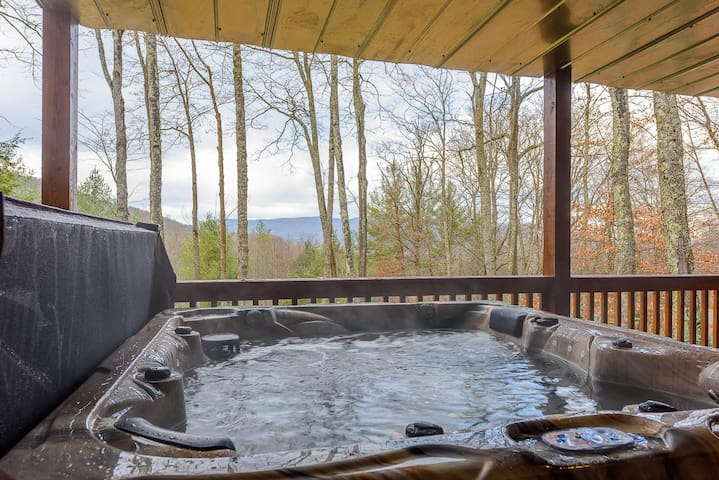 Hot tub for 6 on lower back deck