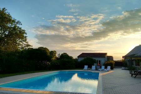 Gîte 'Chinon' and pool on the Anjou wine route