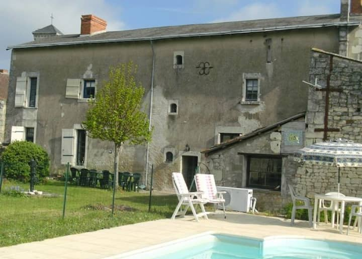 5 Bedroom House with Heated Pool, Vendee