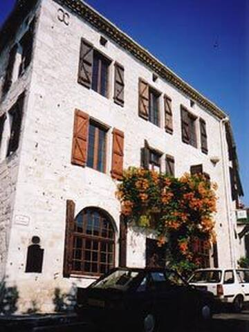 Montcuq village house