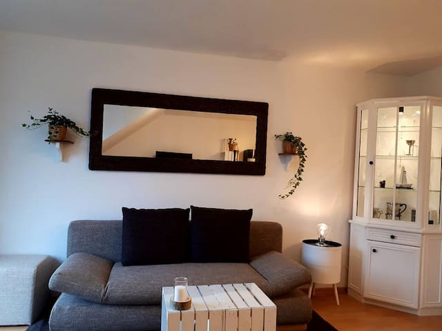 frisch renovierte, helle Wohnung *  Balkon & W-Lan