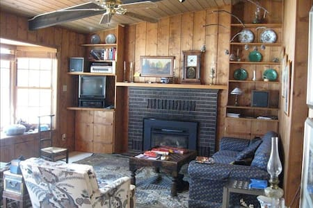 Lakefront Mountain House Furnished With Antiques - Sedalia - Ház