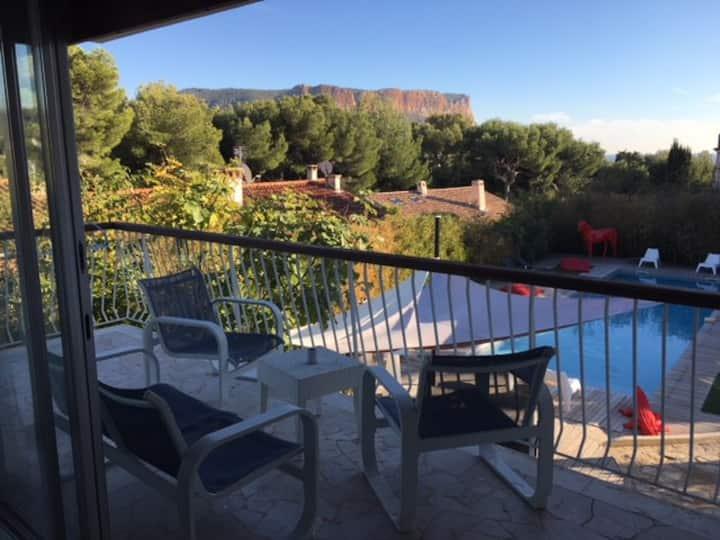 Grand studio dans villa avec piscine,spa,sauna