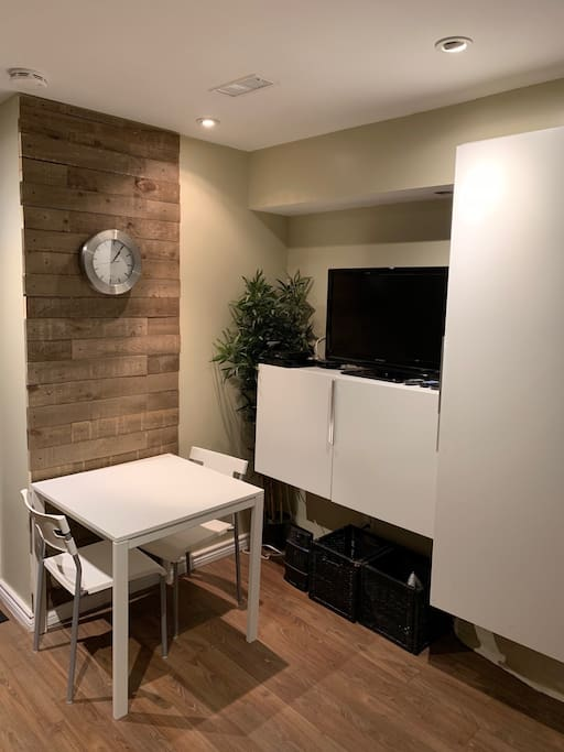 Dining Area - Flat Screen TV w/ Cable and streaming device