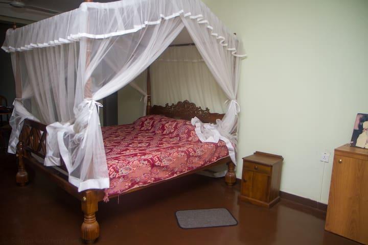 Luxury Room near Mahaweli River Kandy