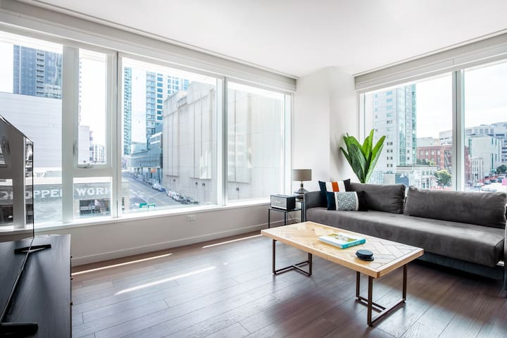 Smart Rincon Hill 2BR w/ Rooftop, Spa, nr. Instagram, by Blueground
