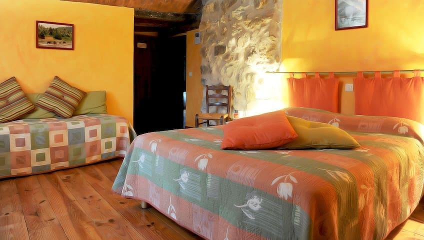 Confort, calme et vue à Saint Etienne de Baigorry - Saint-Étienne-de-Baïgorry - Bed & Breakfast