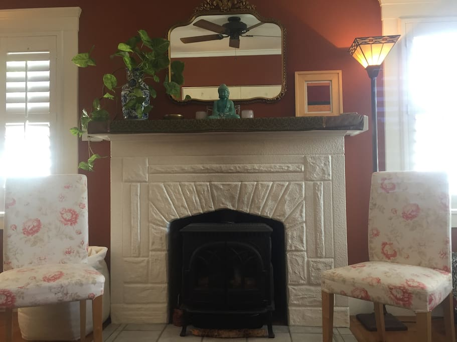 The gas fireplace in Living Room