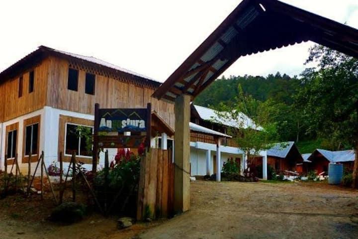 Angostura Eco-Lodge,  montaña y río,  hab.3 camas
