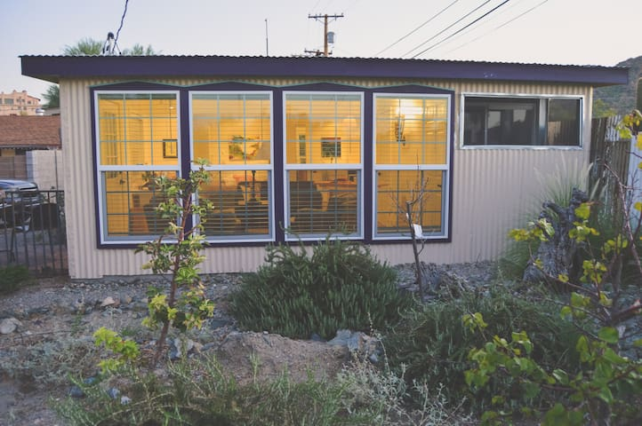 Cozy hideaway cottage in historic Ajo