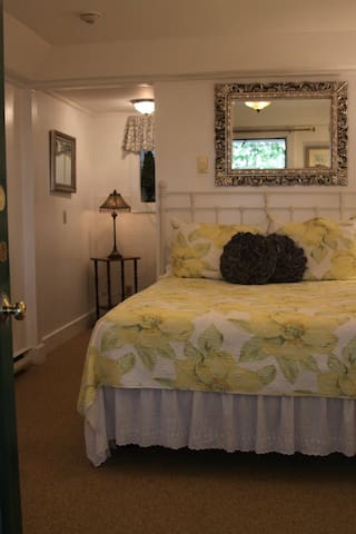 Cozy Room with private bath - Boothbay Harbor - Bed & Breakfast