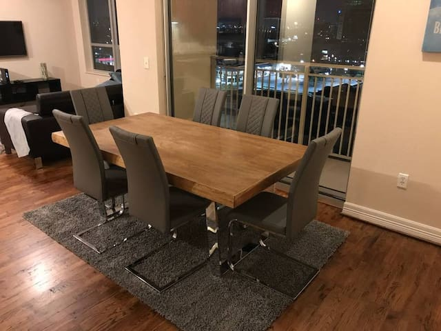 2BR Luxurious Apartment in Galleria