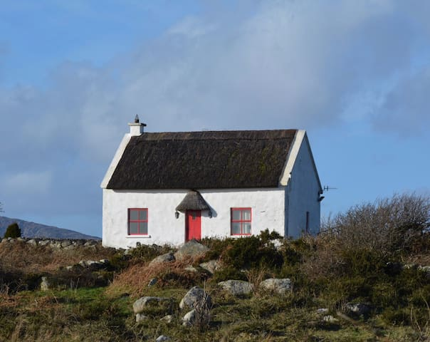 Thatched  Cottage in  Connemara. - Rosmuc - House