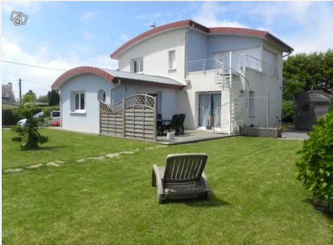Maison tout confort  3 chambres - Plougonvelin - House