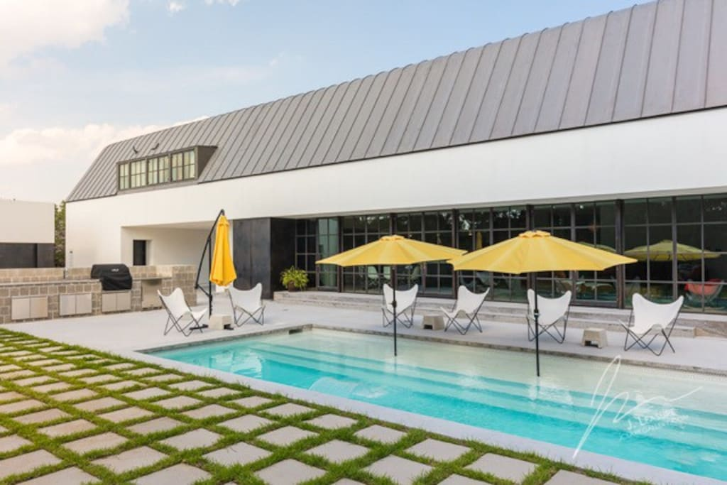 While sipping on complementary beverages you will enjoy the warm Texas sun and refreshing water in this one of a kind pool that has a shaded beach area.