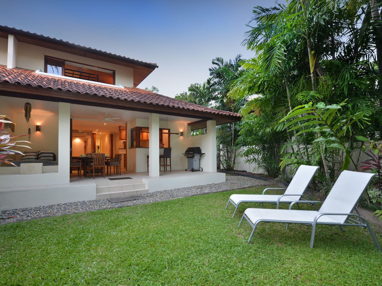 Private, beachside villa, with direct access to a child friendly park and 4 Mile beach.