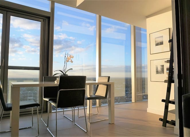 Stylish 2 Bed Apt with Amazing View - Brentford - Byt